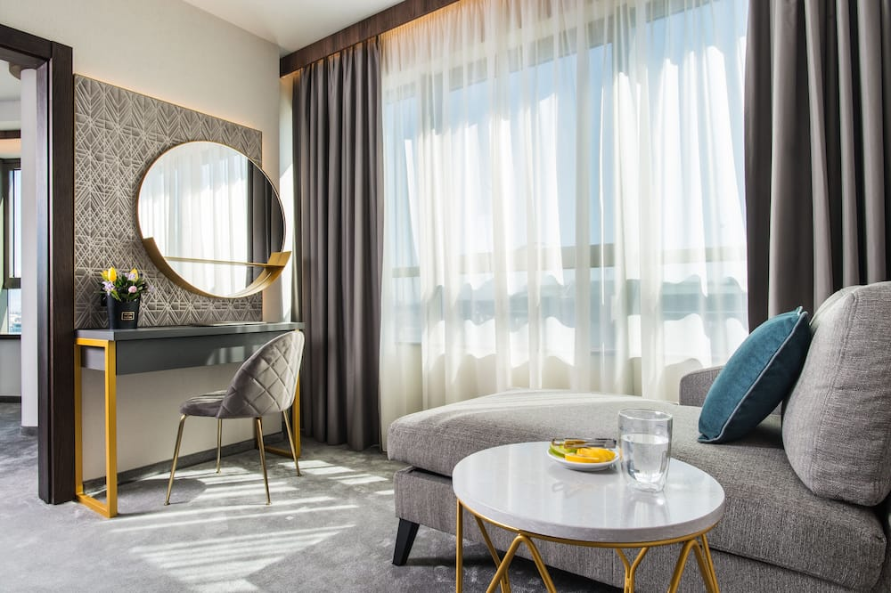 Panoramic One-bedroom Suite High Floor - Living Area