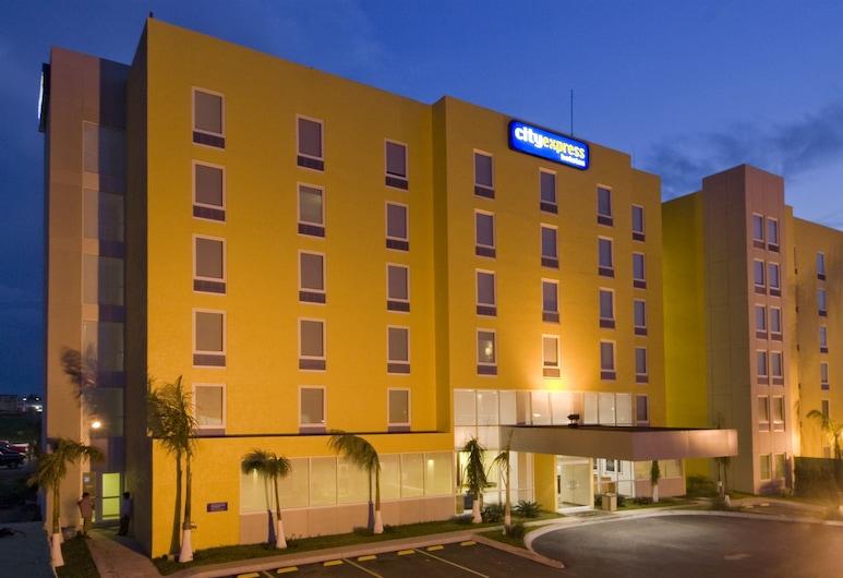 City Express Coatzacoalcos, Coatzacoalcos, Fachada del hotel de noche