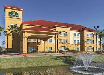 Picture of La Quinta Inn & Suites Pearland in Pearland