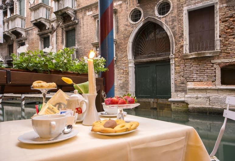 Hotel Becher, Venetsia, Venesatama