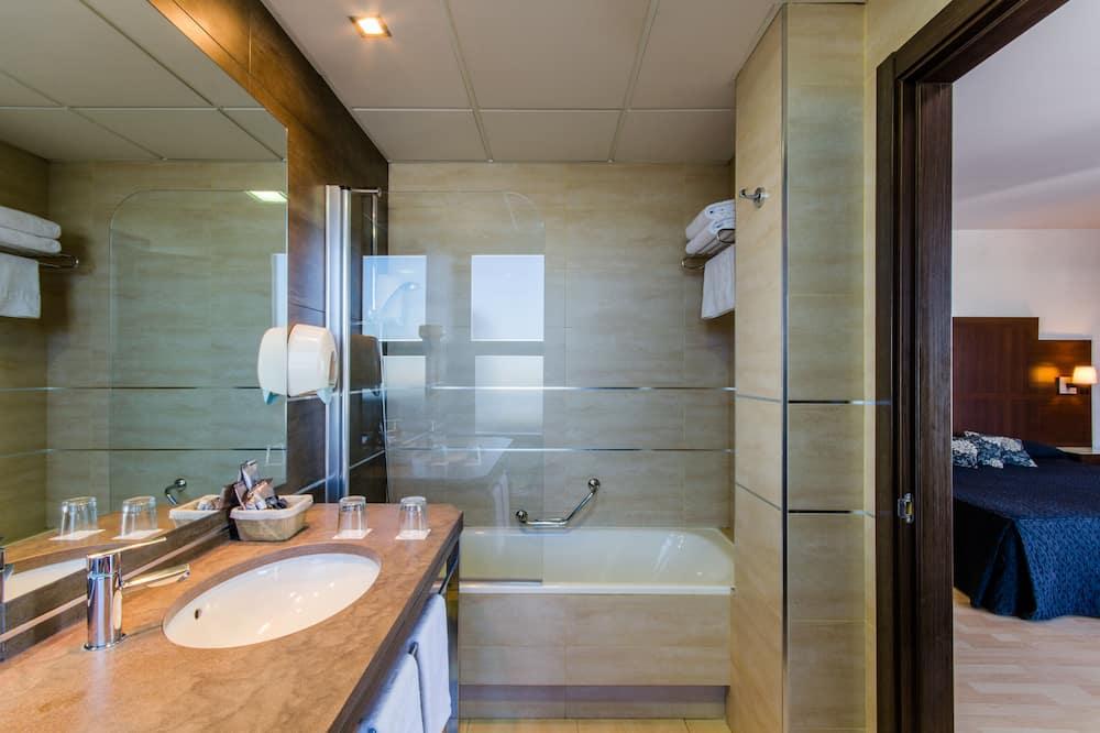 Quarto Duplo Superior, Banheira de Hidromassagem - Casa de banho