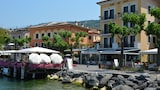 Book this Free Breakfast Hotel in Torri del Benaco