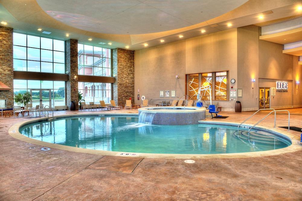 Isle Of Capri Waterloo Hotel Indoor Pool