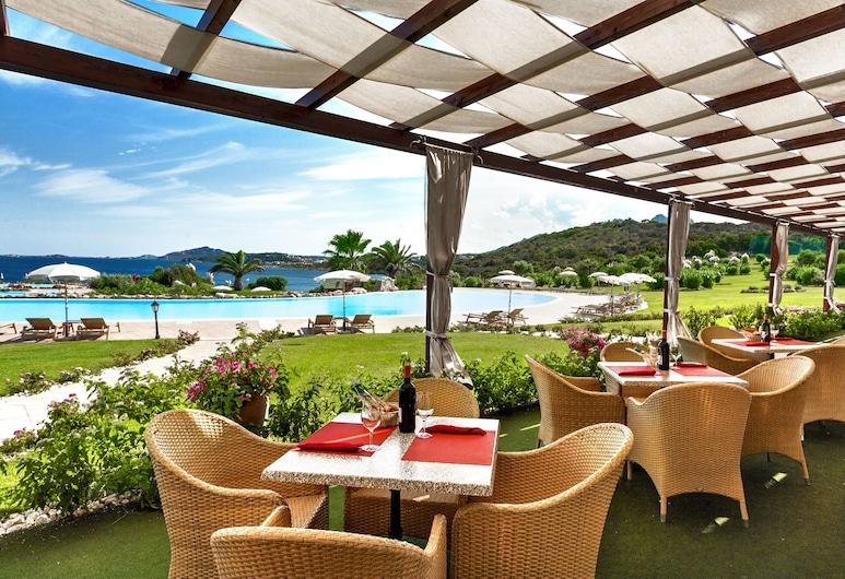 Colonna Resort, Arzachena, Poolside Bar