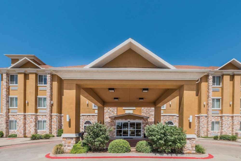 Days Inn Suites By Wyndham Cleburne Tx