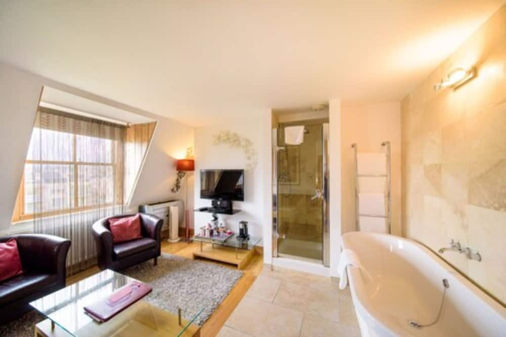 Superior Double Room (Usk) - Living Area