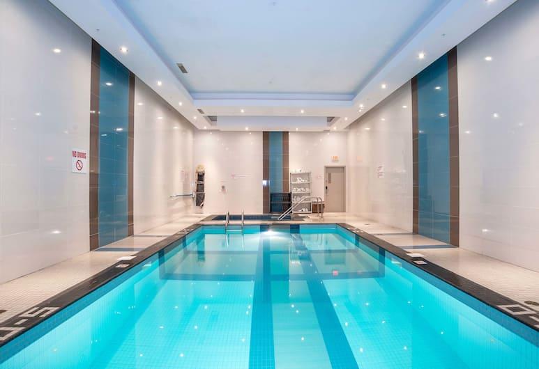 Sandman Hotel & Suites Winnipeg Airport, Winnipeg, Indoor Pool
