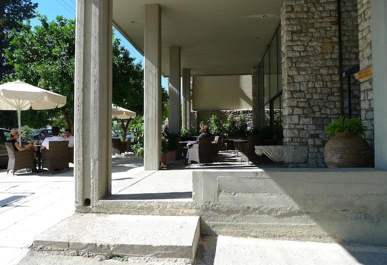 Dioscouri Hotel, Sparta, Terrasse/patio
