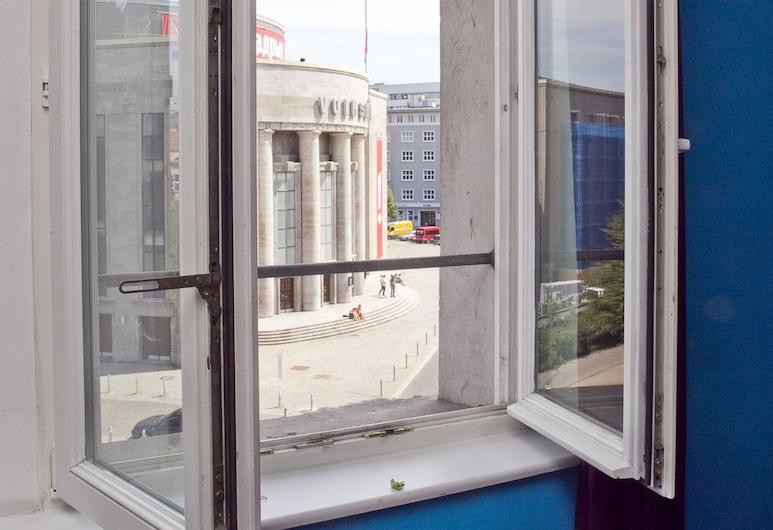 St Christopher's Berlin Alexanderplatz, Berlin, Schlafsaal mit sechszehn Betten, Gemeinschaftsbad, Zimmer