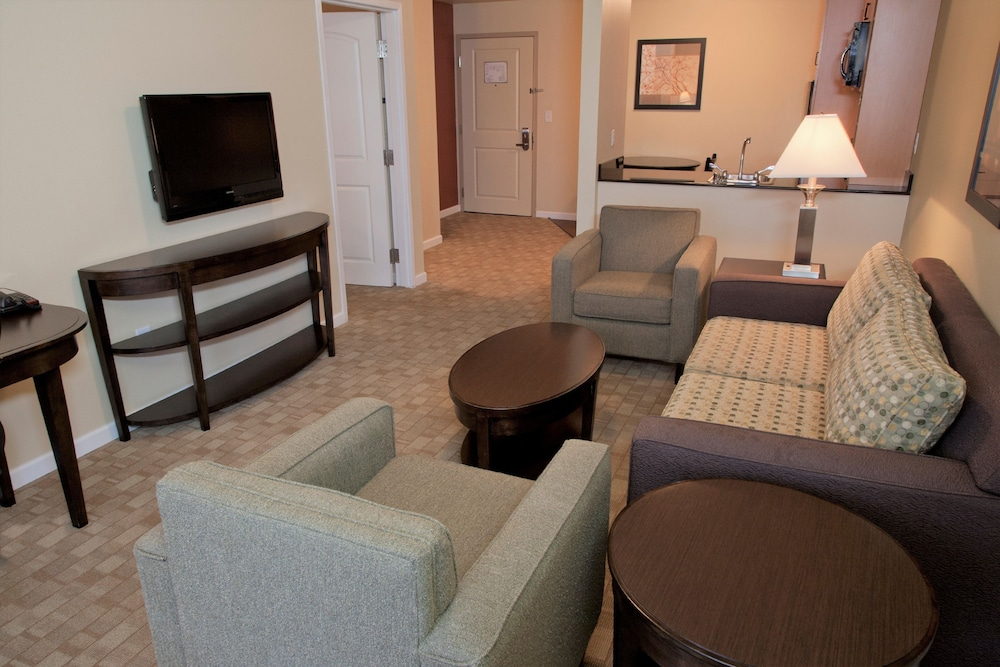 Ledgestone Hotel, Yakima, Suite, 1 Queen Bed With Sofa Bed, Living Room