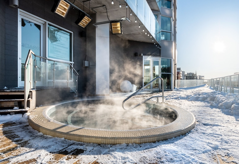 Hotel Le Crystal Montreal, Montreal, Outdoor Spa Tub