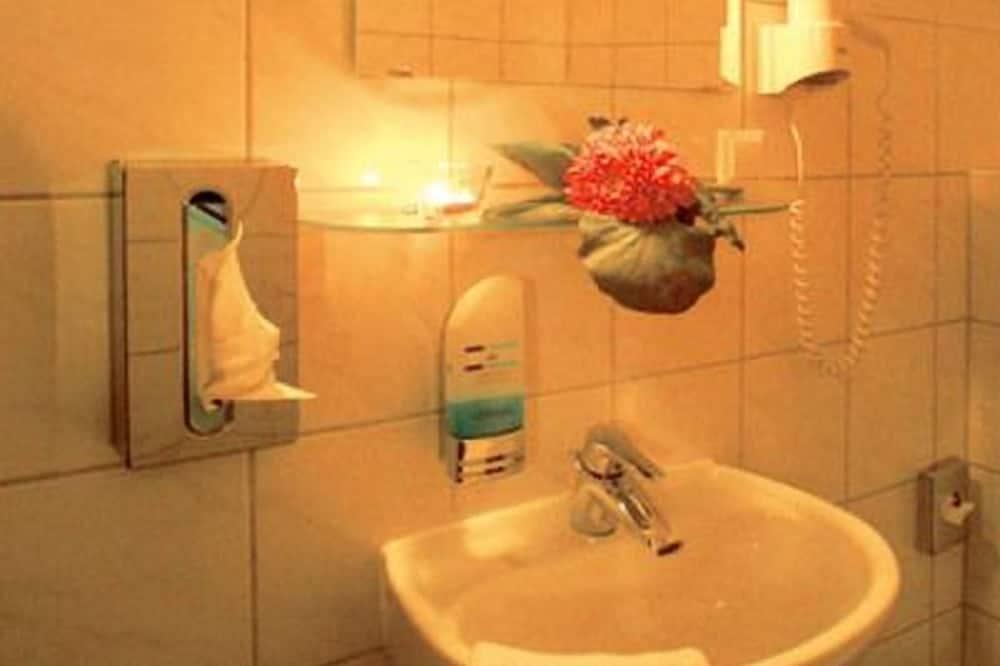 Quadruple Room - Sink Bilik Mandi