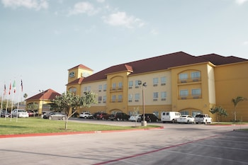 Picture of La Quinta Inn & Suites Alamo - McAllen East in Alamo