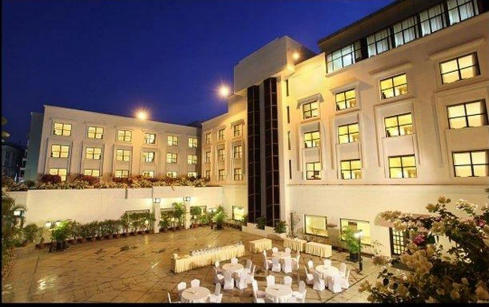 Hotel Green Park, Hyderabad