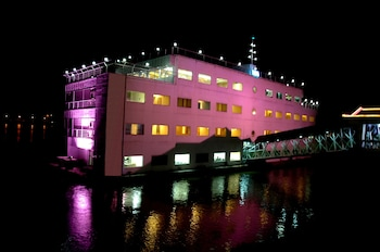Picture of The Floatel Hotel in Kolkata