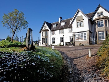 Enter your dates for our Fort Augustus last minute prices