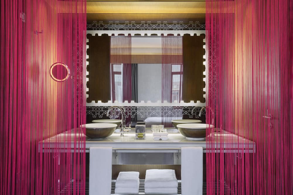 Fantastic Suite, Suite, 1 Bedroom, Non Smoking - Bathroom