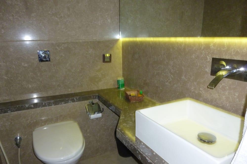 Двухместный номер базового типа с 1 двуспальной кроватью, 1 двуспальная кровать - Ванная комната