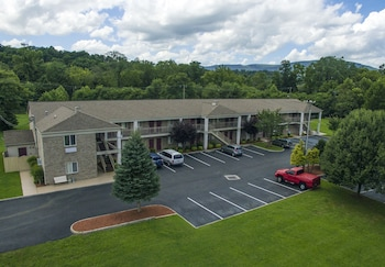 Picture of Affordable Corporate Suites of Salem in Salem