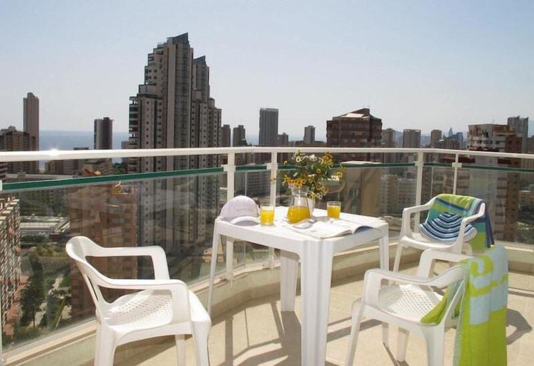 Apartamentos Playamar, Benidorm, Обед на террасе