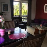 Comfort Apartment, 2 Bedrooms, Non Smoking, Mountain View - Living Room