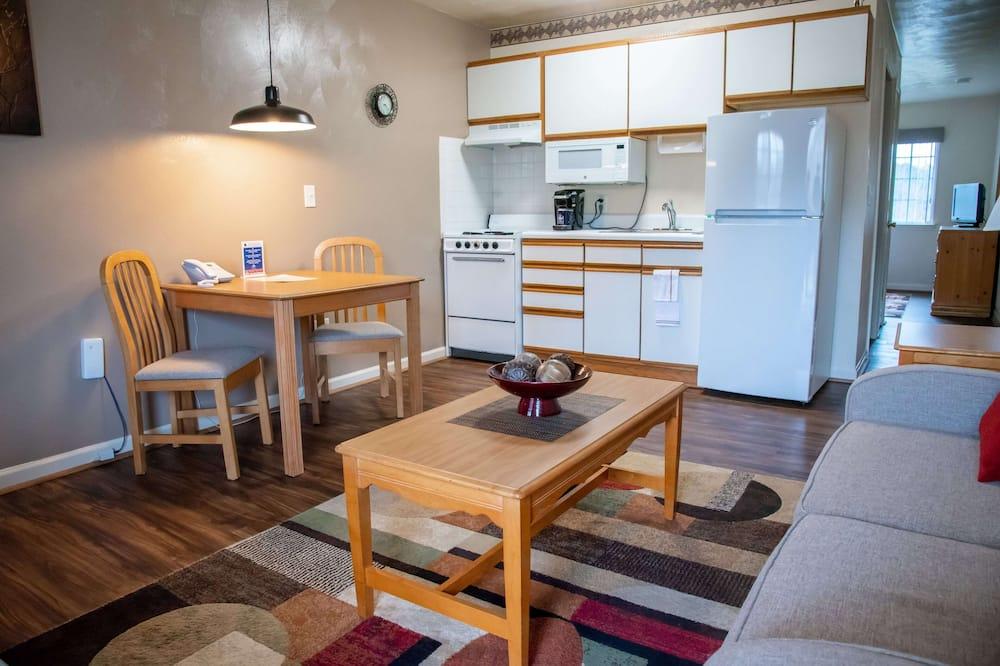 Standard Queen Suite, 1 Bedroom, Full Kitchen - Living Area