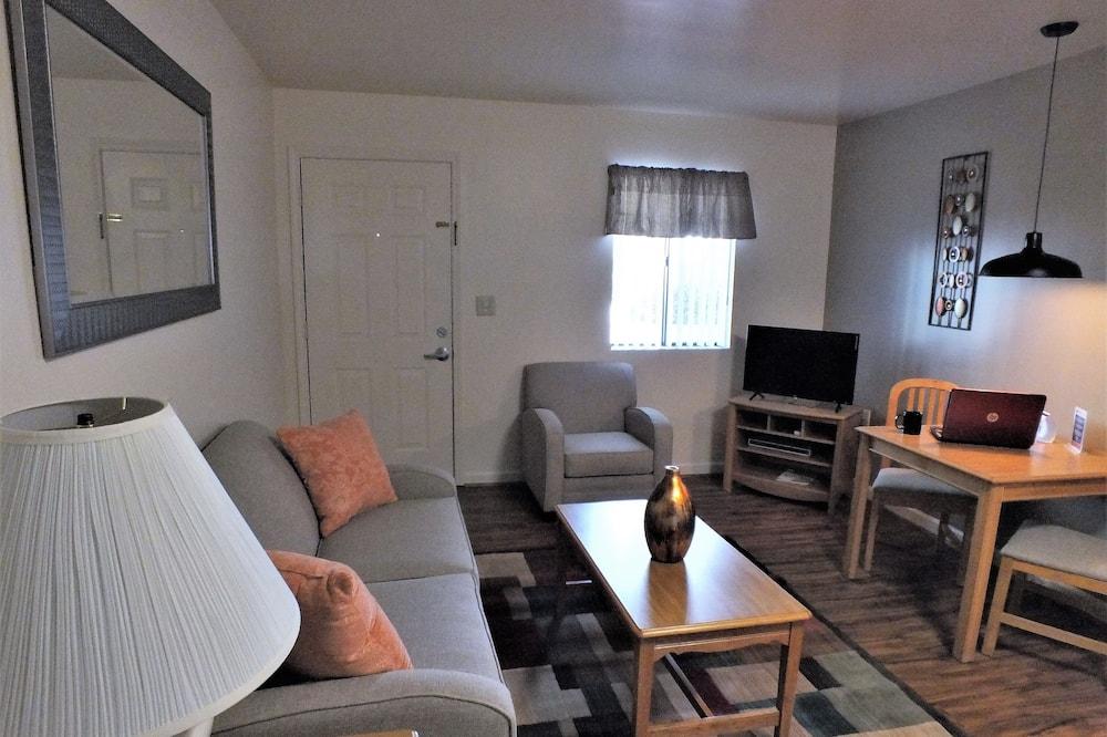 Standard Suite, 1 Queen Bed, Kitchen - Living Room