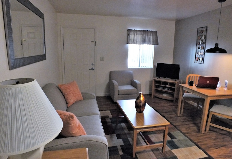 Affordable Corporate Suites-Concord, Concord, Standard Suite, 1 Queen Bed, Kitchen, Living Room
