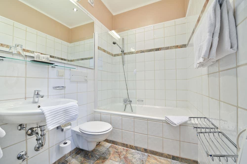 Business Double Room - Bathroom
