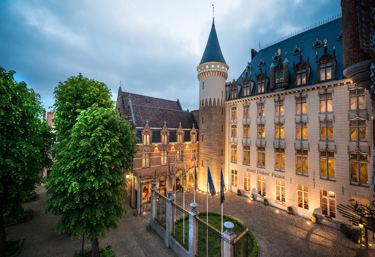 Hotel Dukes' Palace Bruges, Bruges, Hótelframhlið - að kvöld-/næturlagi