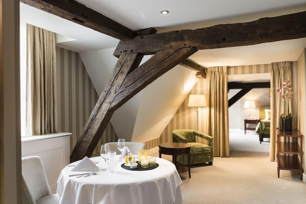 Luxury-sviitti - Ruokailu omassa huoneessa