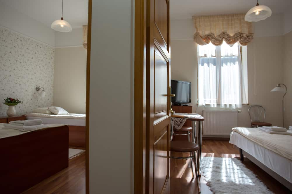 Standard-Apartment (Air Condition; for 4 People) - Wohnbereich