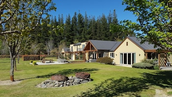 Picture of Maple Lodge in Wanaka