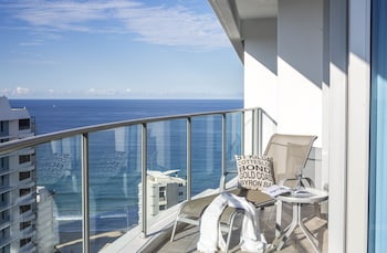 Enter your dates to get the best Surfers Paradise hotel deal