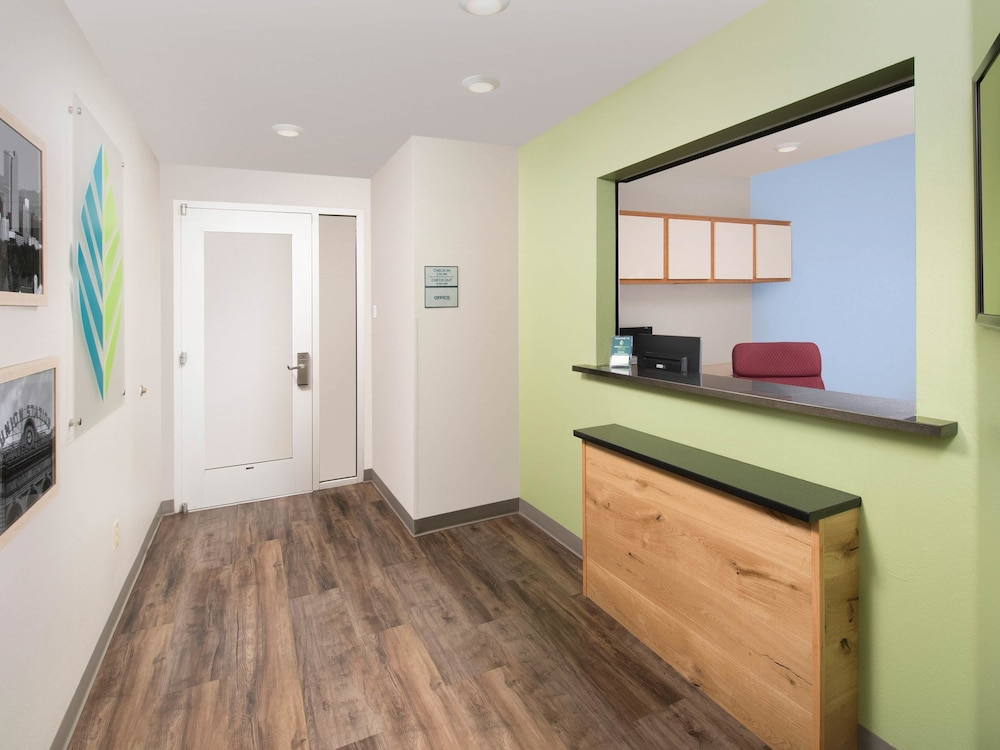 Woodspring Suites Firestone