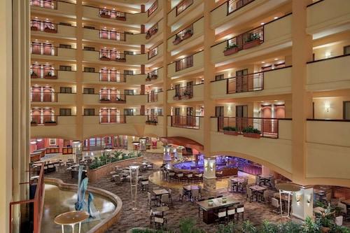 聖馬科斯大使館水療中心套房飯店和會議中心/