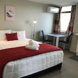 Honeymoon Double Room, 1 King Bed, Jetted Tub - Living Room