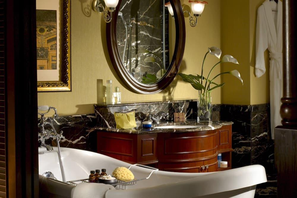 Deluxe Δίκλινο Δωμάτιο (Double ή Twin), Μπανιέρα (Breakfast Included) - Μπάνιο