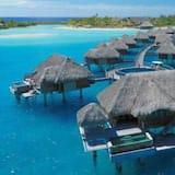 Bungalow, 1 Bedroom, Lagoon View, Overwater (Plunge Pool) - Pemandangan Bilik Tamu