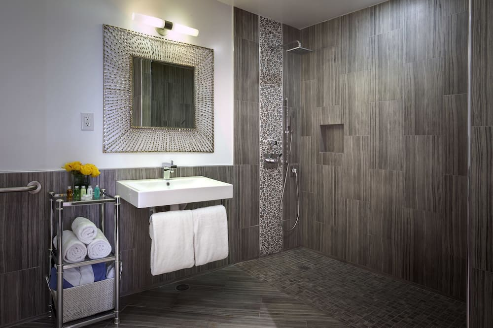 Suite, 1 King Bed, Kitchenette, Mountain View - Bathroom