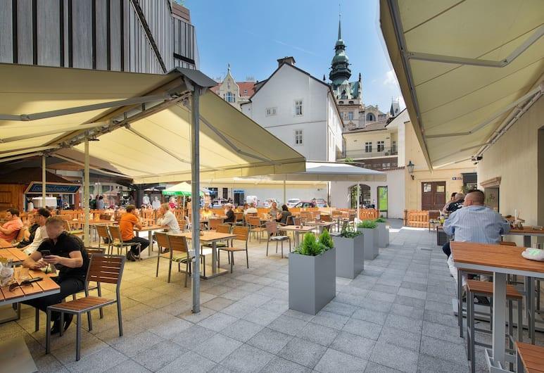 EA Hotel Royal Esprit, Praga, Restaurante al aire libre