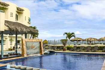 Picture of Artisan Family Hotels And Resorts Playa Esmeralda in Úrsulo Galván