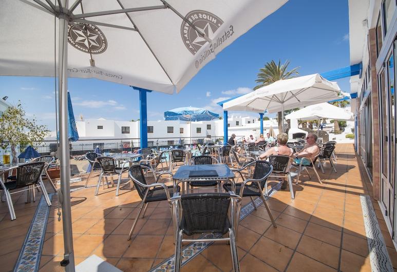 百慕大亞伯公寓酒店, 蒂亞斯, 池畔酒吧