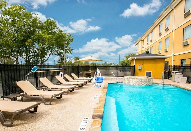 新布勞恩費爾斯斯利普套房飯店, 新布朗菲斯, 游泳池