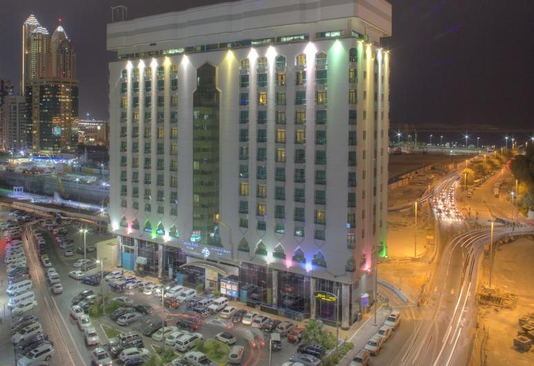 Al Diar Capital Hotel, Abu Dabis, Viešbučio fasadas vakare / naktį