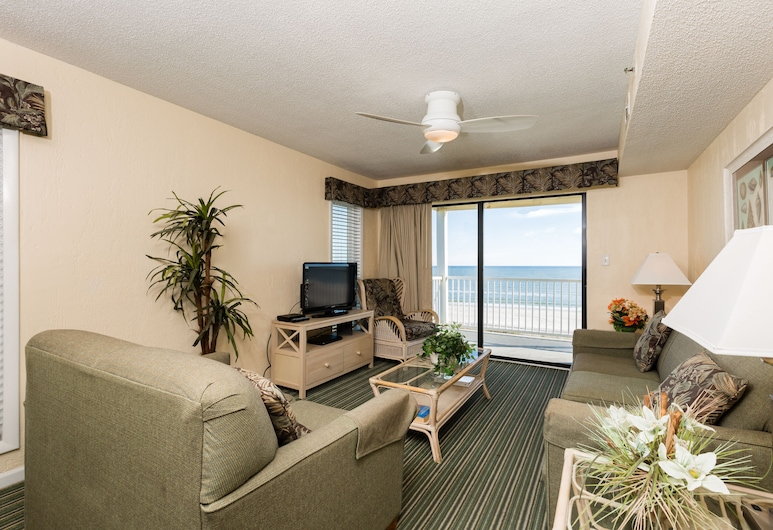 Windy Shores II by Capital Vacations, North Myrtle Beach, 3 Bedroom, 3 Bathroom, Oceanfront Condo, Living Room