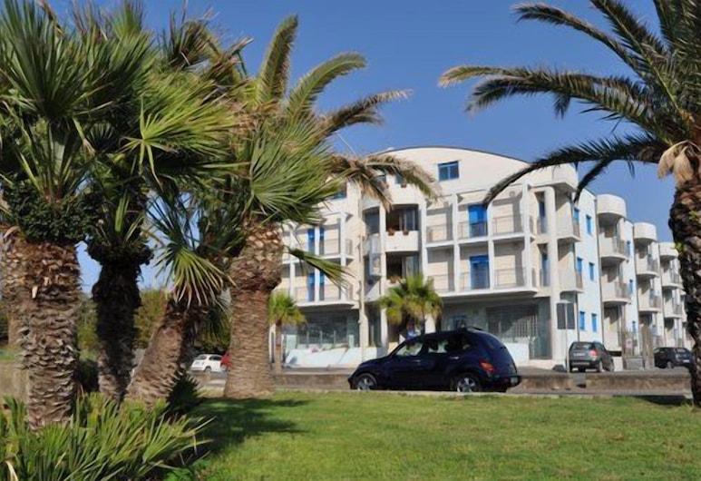 米尔简卡 - 卡梅尔伊公寓酒店, 圣阿加塔米利泰洛, 住宿正面