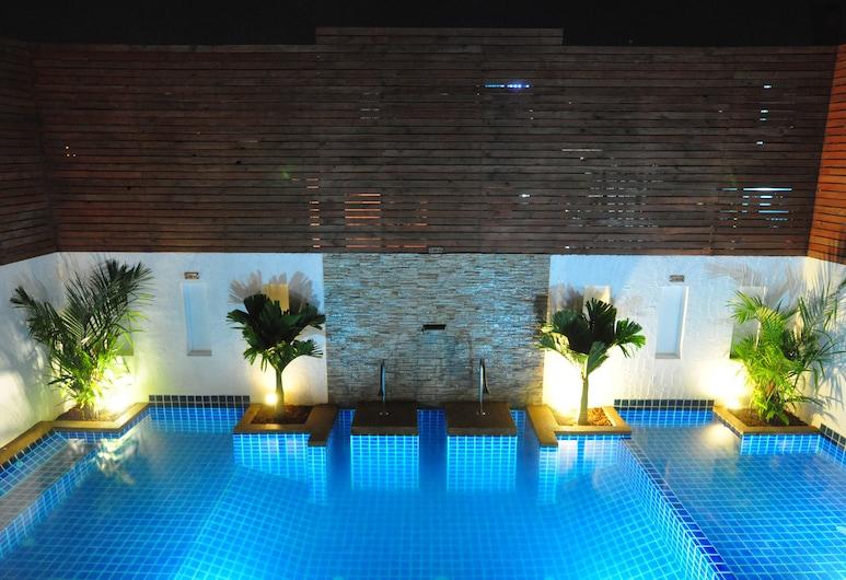 布吉四十溫克斯旅館, 巴東, 泳池