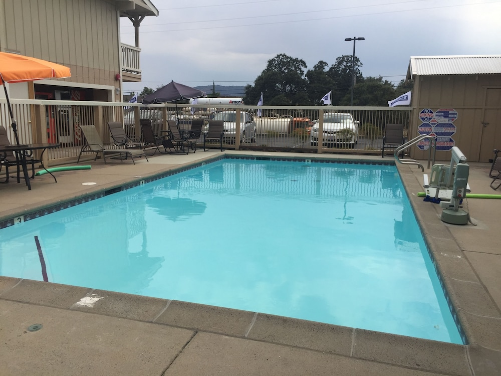 Travelodge By Wyndham Angels Camp Ca Outdoor Pool