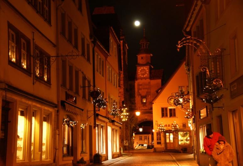 Hotel Sonne, Rothenburg ob der Tauber, Hotel Front – Evening/Night